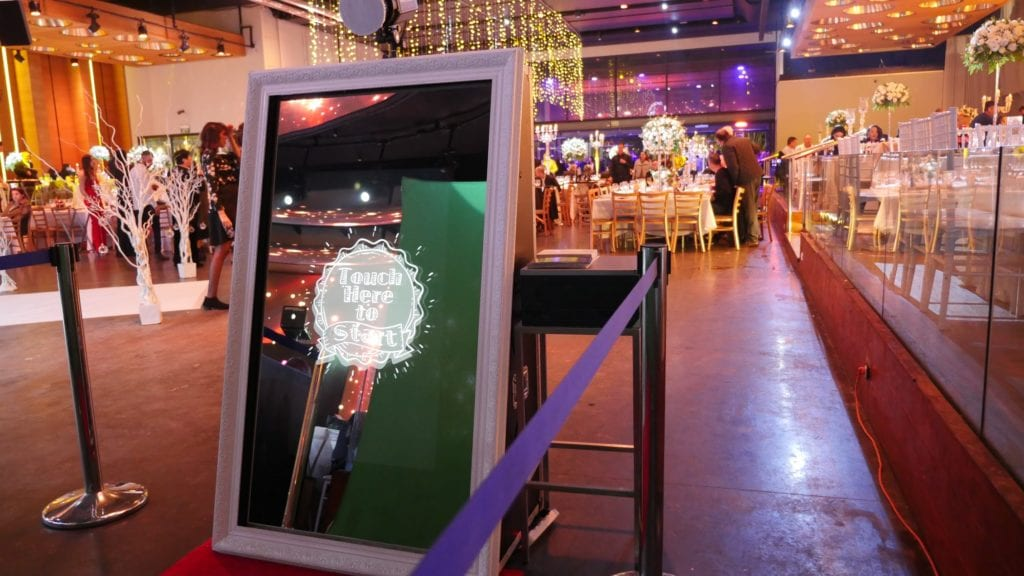 What the Mirror Me Booth looks like.